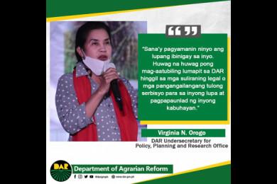 Bukod sa lupa, namigay din ang DAR ng P9.31-milyong bungkos na tulong sa mga kinatawan ng iba't-ibang agrarian reform beneficiaries' organizations sa bayan ng Sta. Rosa, Nueva Ecija.