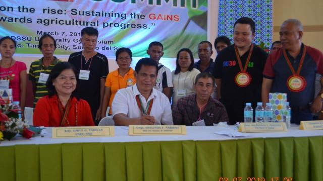 DAR Surigao del Sur hands titles, equipment