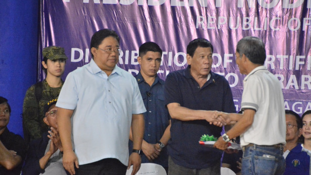 Duterte fulfills promise to Sagay City, distributes land titles to CARP beneficiaries