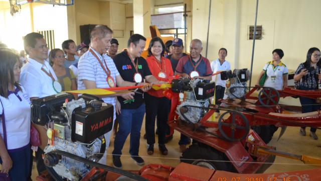 DAR Surigao Sur hands titles, equipment during farmer's summit