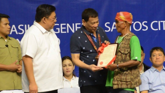 Duterte distributes 24,000 hectares of agri lands in Region 12.