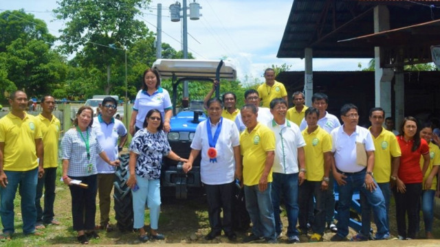 Farm machinery given to 3 Quirino farmers groups