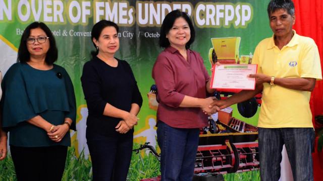 DAR launches ARB housing project, distributes farm equipment