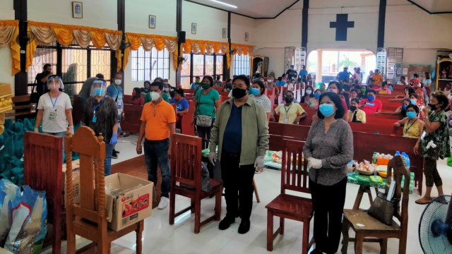 DAR Secretary distributes relief packages to Pampanga ARBs