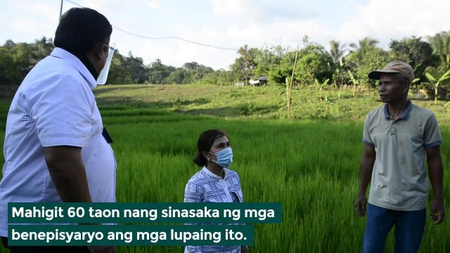 Dating mga tagasuporta ng mga rebelde sa North Cotabato, nabiyayaan ng DAR ng titulo ng lupa.