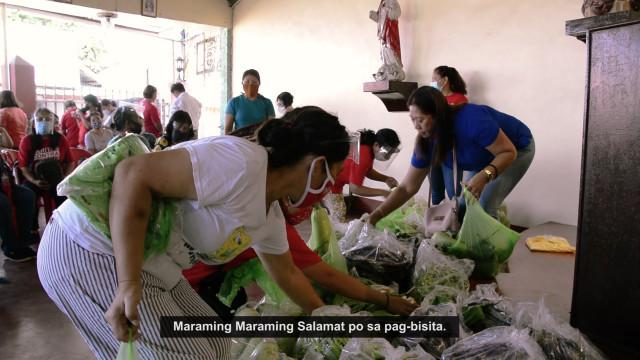 DAR distributes vegetables to urban poor.