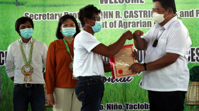 DAR empowers E. Visayas farmers, distributes P48M support services projects and land titles