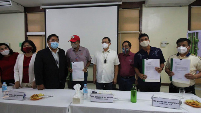 Eleven LGU officials commit to support housing program for farmers