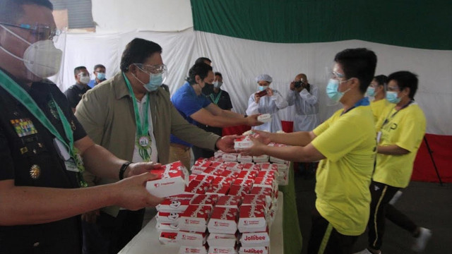 DAR delivers food for QC jail inmates