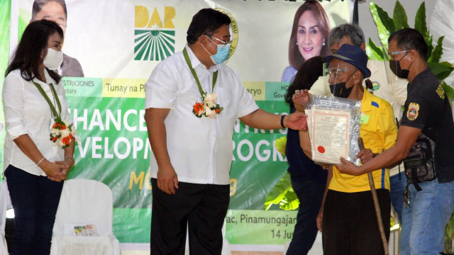 DAR distributes 1,263 has. agri lands, P 57.6 million bridge in Cebu province