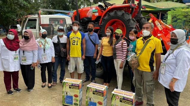 Lanao del Norte farmers receive farm equipment from DAR
