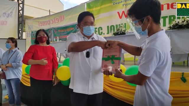 DAR ipinamahagi ang 174.2 ektaryang PSAU property sa 281 magsasaka ng Pampanga.