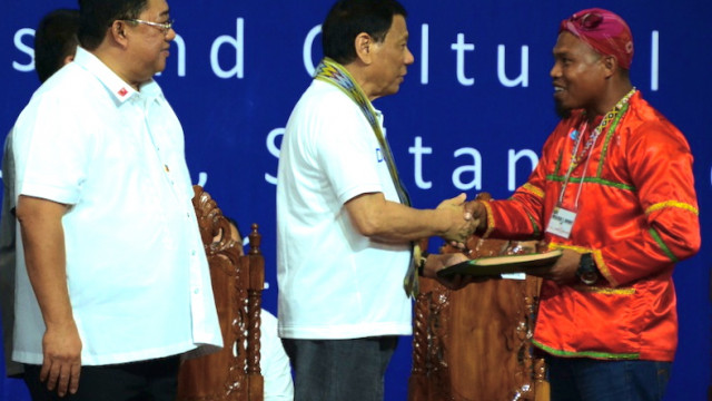 Pres. Duterte distributes land titles to 1,680 farmers in Sultan Kudarat