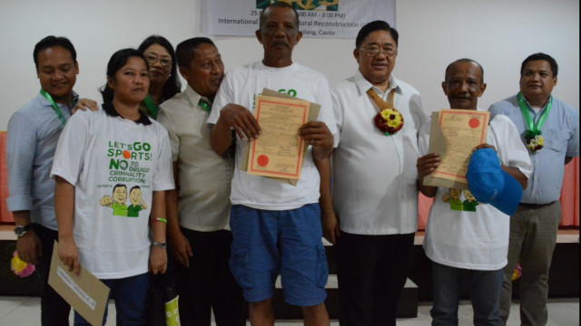 Mojica clan receives land titles in Cavite