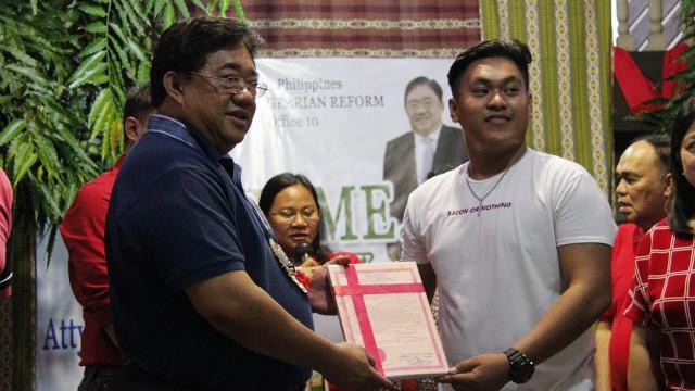 DAR Chief distributes land titles to Misamis Oriental farmer-beneficiaries